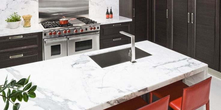5 Things No One Told You About Marble Countertops http://www.elledecor.com/design-decorate/trends/a9983537/cons-marble-countertops/?src=socialflowFB