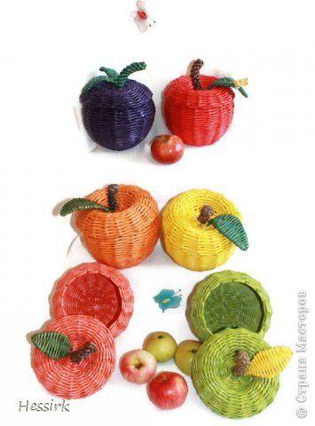 Поделка изделие Плетение Много яблоки и один колыбель Трубочки бумажные фото 1