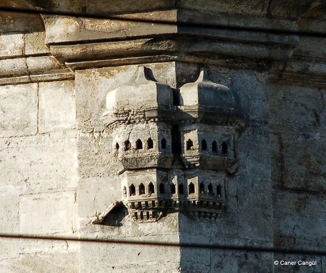 Laleli III. Selim ve III. Mustafa Türbesi Üzerindeki Kuş Evi.Bird house.