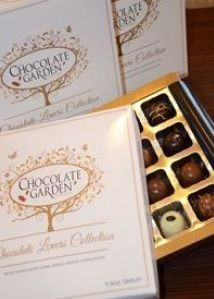 Luxurious selection of our non-alcoholic #Chocolates in Milk, Dark and White including our Classic Caramel, Banoffee, Cookies and Cream, Caramello, Cappuccino, Dark Salted Caramel, Seville Surprise & Hazelnut Supreme.  http://www.marketdirect.ie/buy-handmade-chocolate-gifts-online/chocolate-lovers-collection