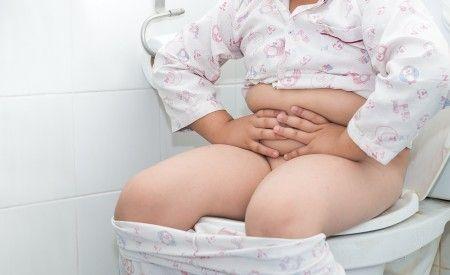 Probiotika für Kinder bestehen aus ausgewählten Darmbakterienstämmen. Sie helfen dabei, die Darmflora von Kindern aufzubauen. Müssen Kinder Antibiotika nehmen, kommt es oft zu Durchfall. Probiotika können diese Nebenwirkung verhindern oder zumindest abschwächen.