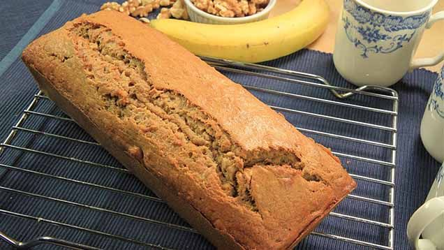 Bruna bananer är det många som slänger. Kastar du också dina bananer när de blivit bruna? Gör inte det. Du kan använda dem till massor! Vad sägs om margarinersättning, hundgodis eller glass?