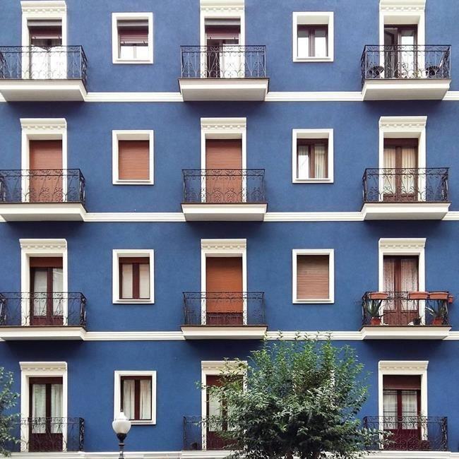 Binaların Kapı ve Pencereleriyle Simetrik Fotoğraflar Çeken Sanatçıdan 30+ Çalışma Sanatlı Bi Blog 9