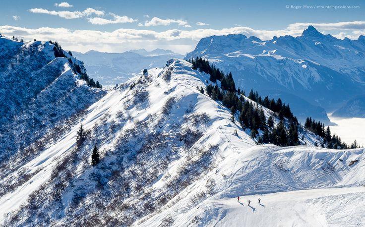 Overview of Lac piste at Praz de Lys Sommand ski area, Haute-Savoie, French Alps.