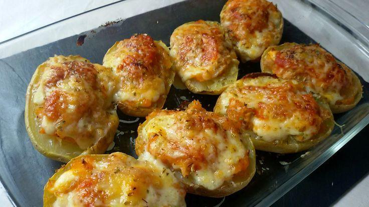 Patatas rellenas de atún. Receta de cocina muy fácil para preparar unas tatas asadas con un relleno sencillo y sorprendente.