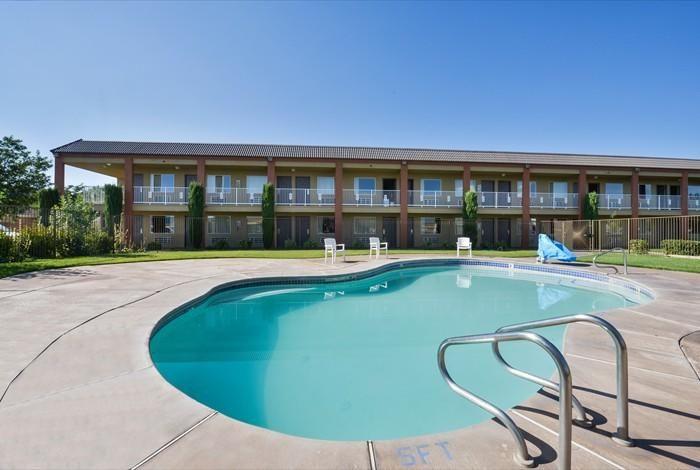 Day 2--Motel Super 8 Hurricane Zion, UT - $67