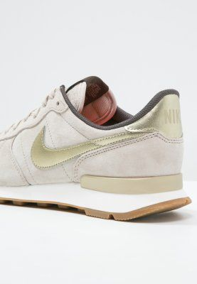 Ein wirklich wunderbares Exemplar von Sneaker. Nike Sportswear INTERNATIONALIST PREMIUM - Sneaker low - string/metallic gold grain/dark storm für 94,95 € (02.02.16) versandkostenfrei bei Zalando bestellen.