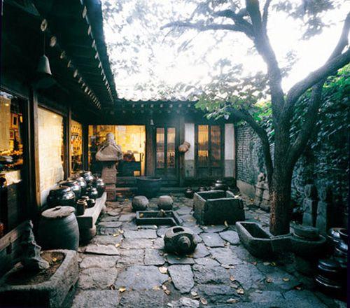 Tongin gallery, insadong, seoul, korea