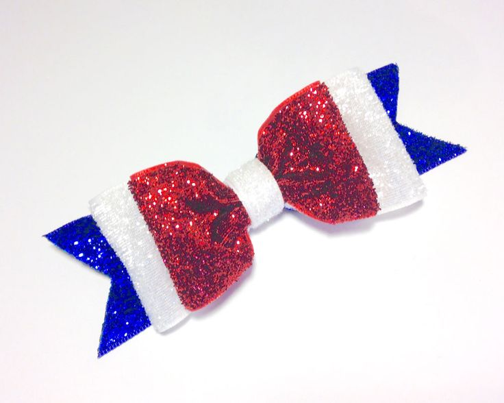 Gather your crafting supplies and join us for some fun on the blog! Easy 4th of July glitter hair bow!