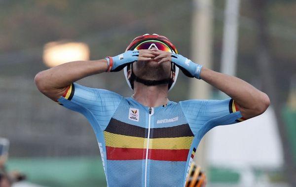 Greg Van Avermaet champion olympique : il fallait que la course soit parfaite -  Certes, son succès d'étape sur la montagne du Lioran, sur le Tour de France laissait augurer une condition exceptionnelle. Oui, il avait prouvé avec son maillot jaune qu'il pouvait tenir la distance dans de longs cols, sans être un pur grimpeur. Et pourtant, aucun Belge n'osait imaginer une victoire aussi éclatante de Greg Van Avermaet sur le ci