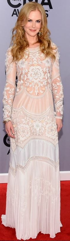 Who made  Nicole Kidman's white long sleeve gown, jewelry, shoes, and purse that she wore in Nashville on November 5, 2014?