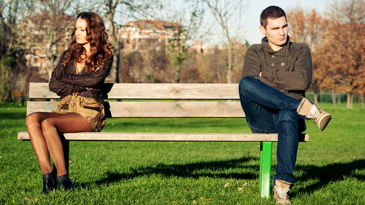 Relationship experts agree that breakups rarely happen overnight. We're usually given clues when there's trouble in paradise.