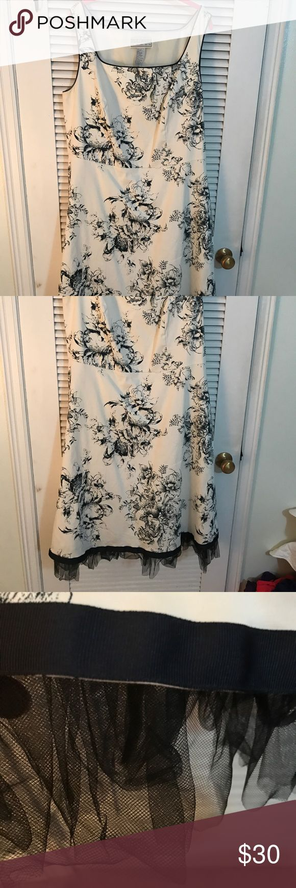 Jessica Howard Woman 18w Floral Toile Dress A-Line Jessica Howard Woman 18w Floral Toile Dress A-Line, blue and ivory, with black tulle lining at bottom. Like new!  (Note, the sweater that was originally with the dress is not included, which is reflected in the price). Jessica Howard Dresses Midi
