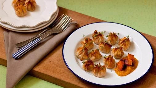 These crisp little parcels are perfect to serve at parties, especially with a glass of Spanish red.   For this recipe you will need a blender.