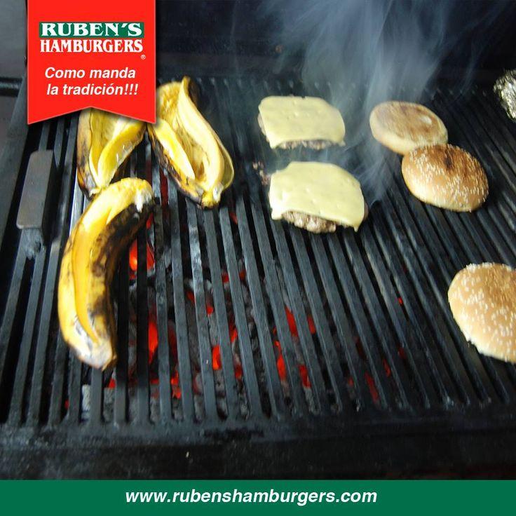 Estamos cocinando algo delicioso para tí. Atrévete a vivir la experiencia #RubensHamburgers #Menú