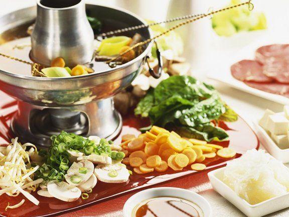 Chinesisches Fondue Rezept | EAT SMARTER