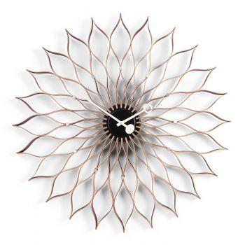 Die Vitra Uhr Sunflower Clock wurde von George Nelson um 1950 entworfen. In der breitgefächerten Vielfalt von Formen und Materialien verkörpern Georges Nelsons Uhren das Lebensgefühl der 1950er Jahre. Die originellen Wanduhren sind auch heute noch eine erfrischende und sehr ästhetische Alternative zu gewöhnlichen Zeitmessern. Kollektion Vitra Design Museum.