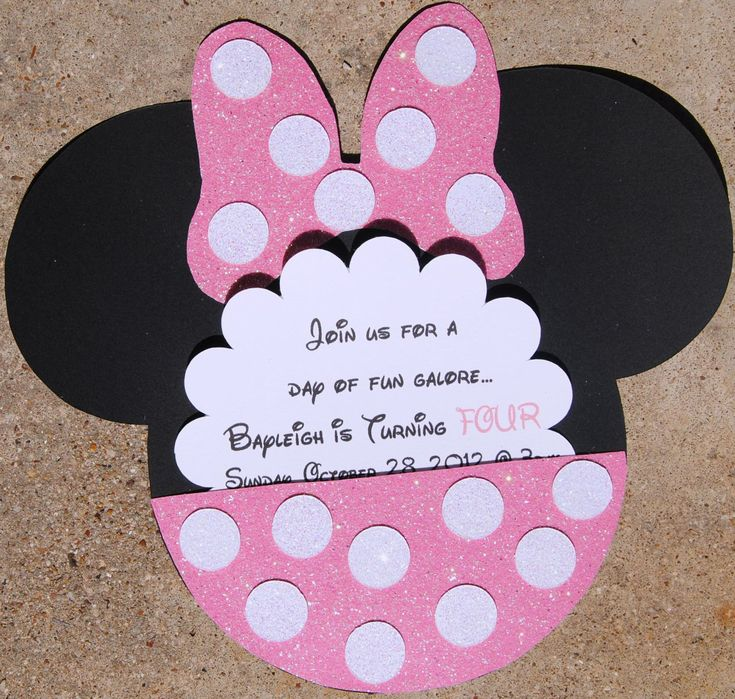Minnie Mouse invite idea. Like the daisy flower look with the pocket. Can use poka dot paper to make it easier.
