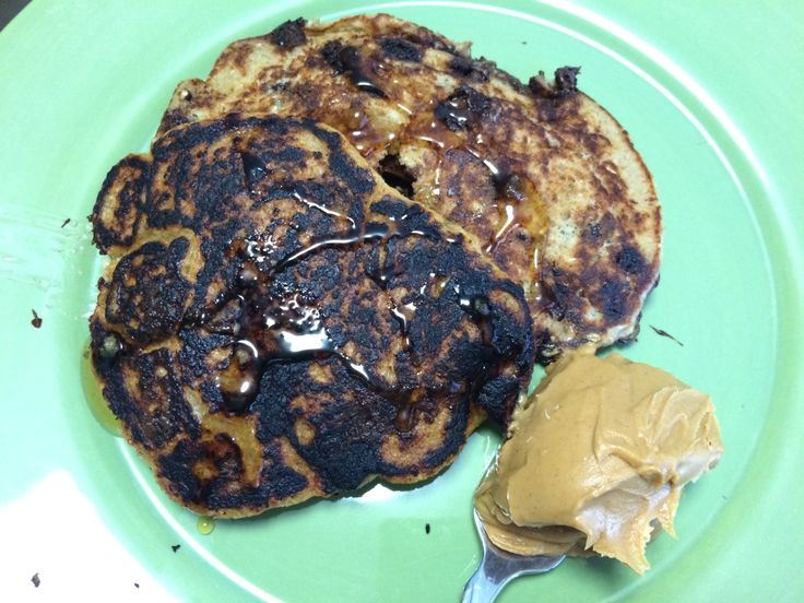 I. Love. Pancakes. I love pancakes. I really do. Give me fluffy buttermilk pancakes with maple syrup. Give me pancakes covered in berries and whipped cream. Give me pancakes or give me death…. or something like that. I've had a craving for pancakes something fierce recently, but I wanted to try something different. Thus, I bring you my Gluten Free, (Mostly) Vegan Banana Oatmeal Chocolate Chip Pancakes.