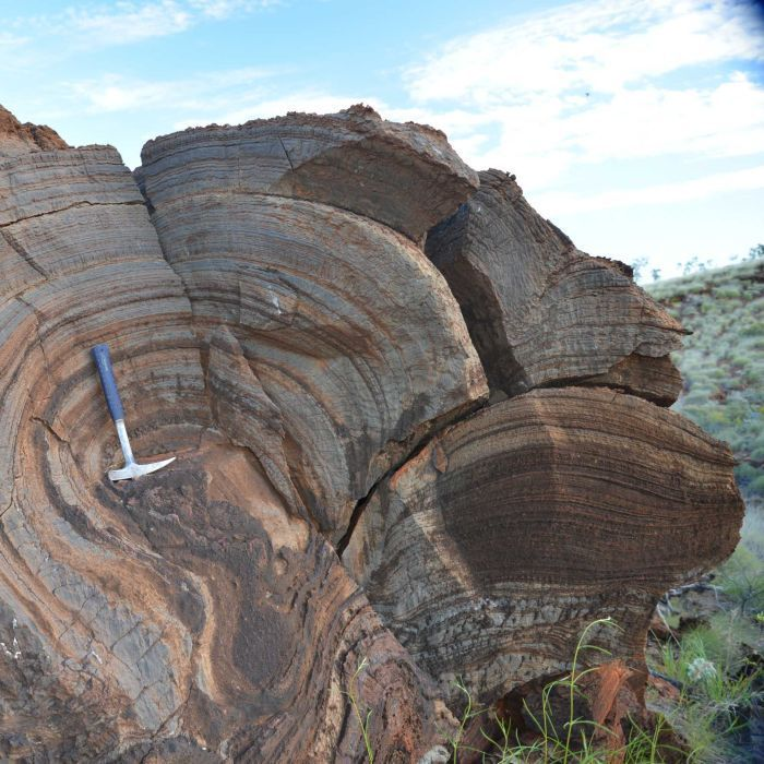 AU: Air bubbles trapped in 2.7 Ba-old lava flows in the Pilbara suggest the Earth's atmosphere was far thinner than previously thought