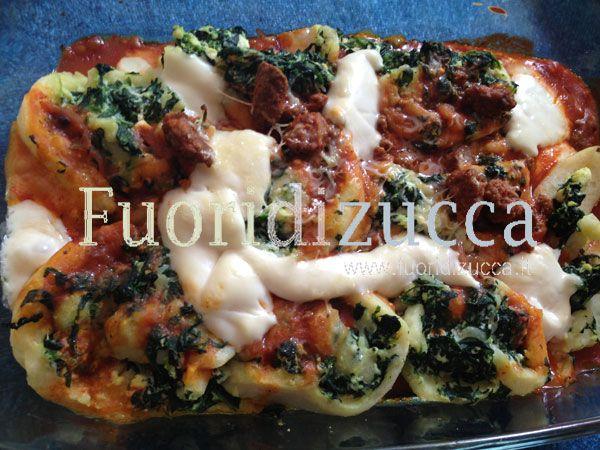 nidi di rondine patate spinaci e ricotta con sugo di carne e una spolverata di basciamela al forno, se poi volete strafare una spolverata di scaglie di tartufo e il piatto è perfetto