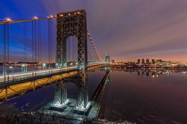 Ponte George Washington, ponte que conecta a ilha de Manhattan em Nova Iorque ao estado de Nova Jersey, passando sobre o Rio Hudson, nos USA.   Fotografia: Eduard Moldoveanu no 500px.