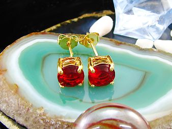 Cercei rotunzi placati cu aur galben 18k cu rubine rosii