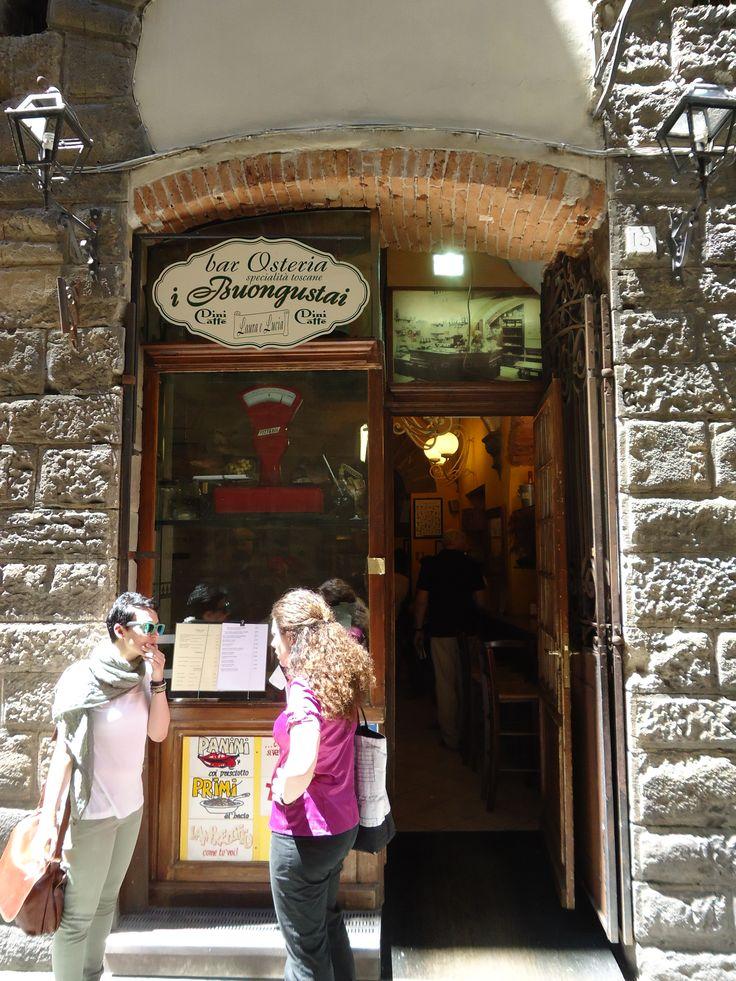 """4. Het is inmiddels """"il tempo di pranzo"""" en wij gaan op zoek naar Osteria Buongustai in een zijstraatje van Piazza Signoria. De osteria wordt uitsluitend door vrouwen gerund."""