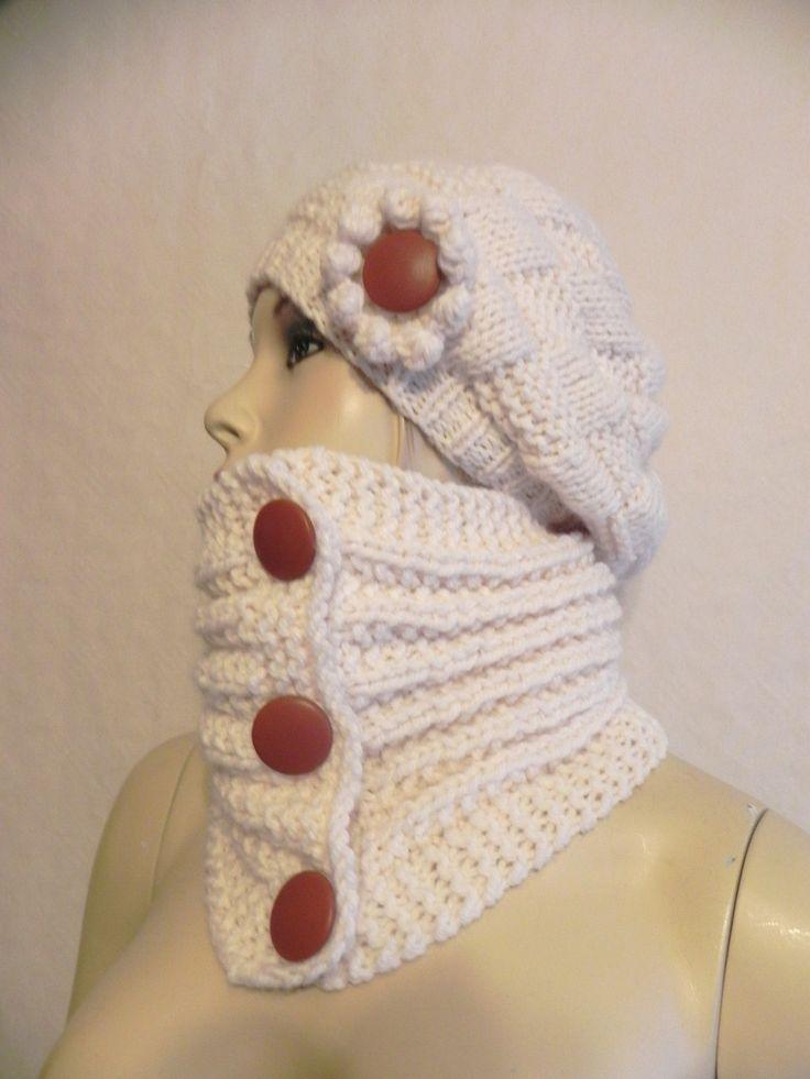 col snood tour de cou laine tricoté main écru boutons en cuir marron accessoires de mode femme hiver : Echarpe, foulard, cravate par yolande