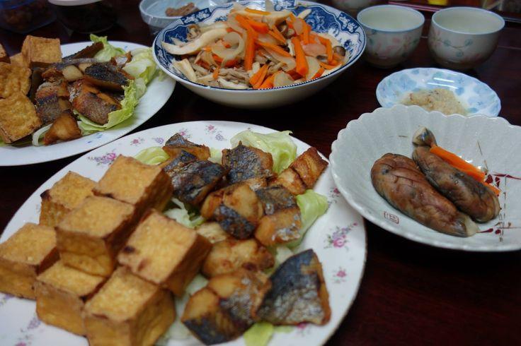 厚揚げを焼いたん、さわらの唐揚げ、野菜の煮浸し等々
