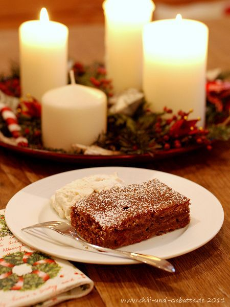 """""""Schuld"""" war ein bei Facebook geposteter Link auf ein Dessertrezept für einen """"schnellen Lebkuchen"""", den Nelson Müller bei Lanz kocht zusammen mit Punscheis und eingelegten Pflaumen serviert hatte. Bei soviel Lob und weil mir der Kuchen sowieso ganz gut in..."""