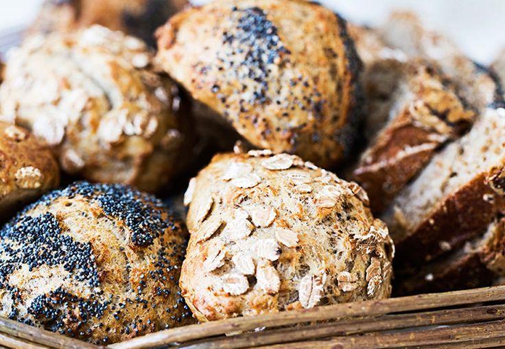 Nybagte og velduftende boller er ikke til at stå for.  Bag disse langtidshævende boller i weekenden. Et sundt alternativ, fordi de indeholder masser af fibre. Uhmmm...