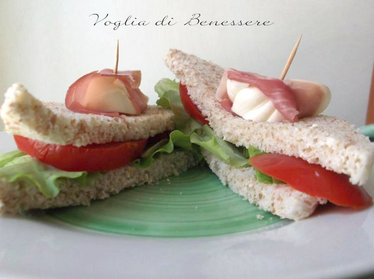 Il tramezzino veloce è uno dei panini che preferisco perchè gustoso e adatto ad ogni occasione: per un picnic o come soluzione per un pasto veloce.