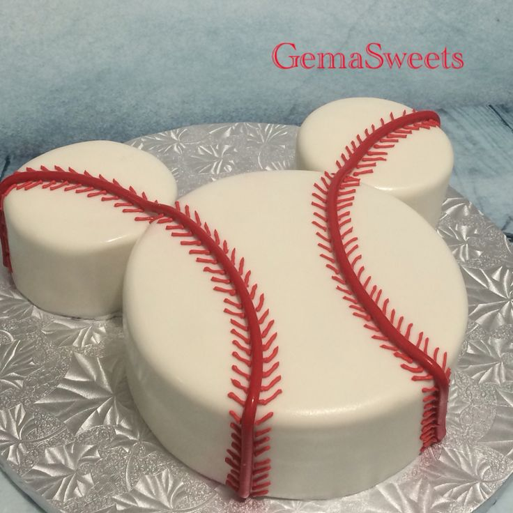 Baseball Mickey smash cake for a first birthday by Gema Sweets.