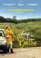 DVD CINE 2303 - El viaje de bettie (2013) Francia. Dir: Emmanuelle Bercot. Drama. Familia. Road Movie. Sinopse: Bettie, de sesenta e poucos anos, descobre que o seu amante abandonouna e que o restaurante familiar periga. Que facer coa súa vida? Sobe ao coche coa idea de dar unha volta polo barrio, pero o seu paseo convértese nunha escapada na que xurdirá o inesperado: unha gala de ex misses Francia, o reencontro coa súa filla e o seu neto, e quen sabe se atopará o amor ao final da viaxe?