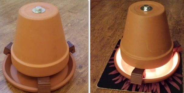 Aprenda a construir um aquecedor caseiro a velas, apenas vai precisar de 2 vasos, velas de cera, um parafuso comprido e algumas porcas e anilhas.  Cinco velas (pequenas das brancas Ikea) duram cerca de 4 horas, o que significa que com esse pack de velas (que 100 velas custa apenas 3,50€) consegue-se manter o aquecedor em funcionamento por 80 horas!