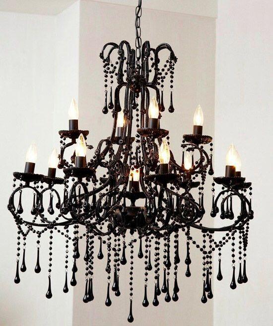Черная люстра выполнена в виде опадающих капель, внешне напоминает расплавленный воск. Отлично будет смотреться в готическом интерьере!