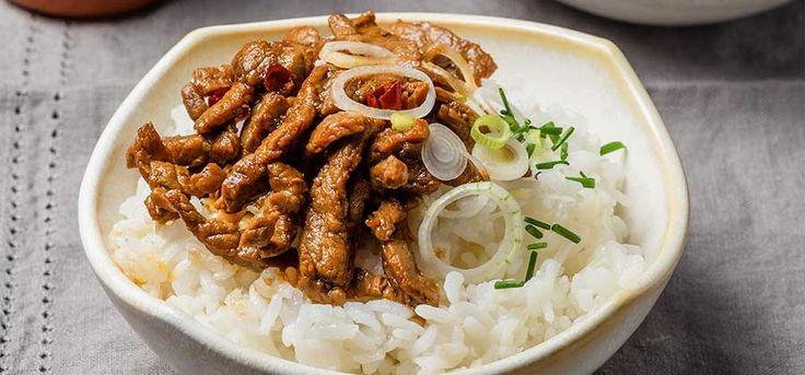 No esperes más tiempo y consiéntete con esta receta de fajitas de res y cebolla cambray, es muy rápida de hacer y es exquisita por sus sabores orientales.