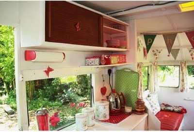 Decorating a little vintage camper <3