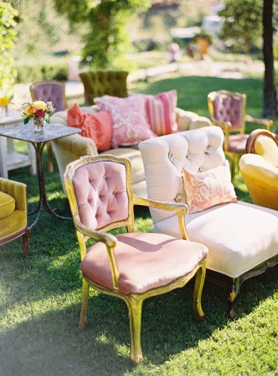 Whimsical Idea for Wedding Ceremony Seating / Idea stravagante per i posti a sedere alla Cerimonia del Matrimonio