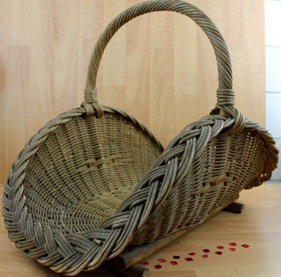 Sale Antique Wide Weaved Wicker Hearth Basket por Obsoletestreet