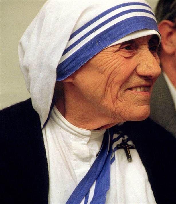 Moder Teresa Nunnan Moder Teresa fick 1979 Nobels fredspris för sitt arbete i Calcuttas slum. Hon blev en ikon i världen för sitt självuppoffrande arbete för svältande, sjuka och döende fattiga människor.