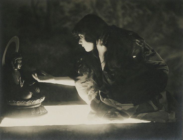 "Theda Bara in ""The Sould of Buddha"" (1918)"