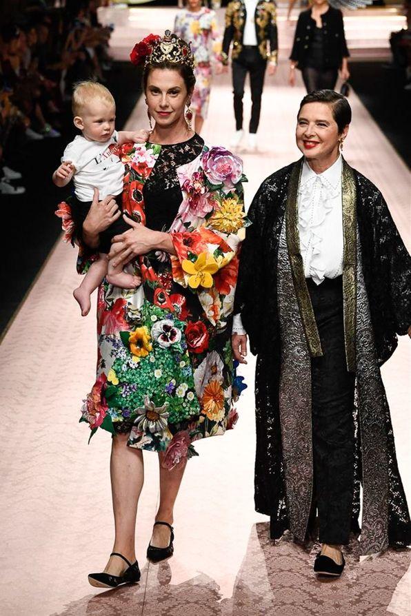 5ef9eceb1be Elettra Wiedemann et Isabella Rossellini au défilé Dolce   Gabbana  printemps-été 2019