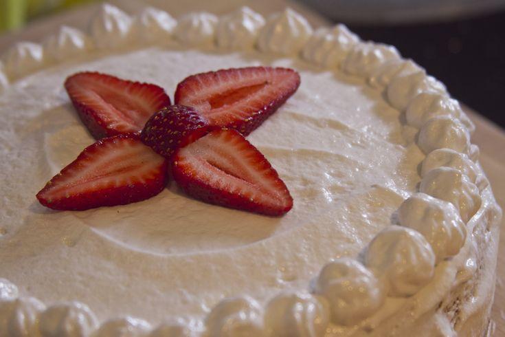 Este pastel de tres leches lleva en la familia varias generaciones. Es una verdadera delicia y muy sencillo de preparar.