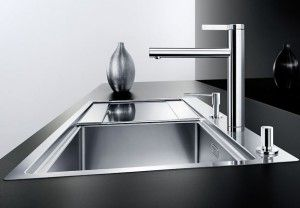 When choosing a sink, two criteria are important: the charm and ease of use. It should be elegant and adapt to the rest of the kitchen. In addition, your sink must have the right dimensions and consist of a suitable material. If you still hesitate,
