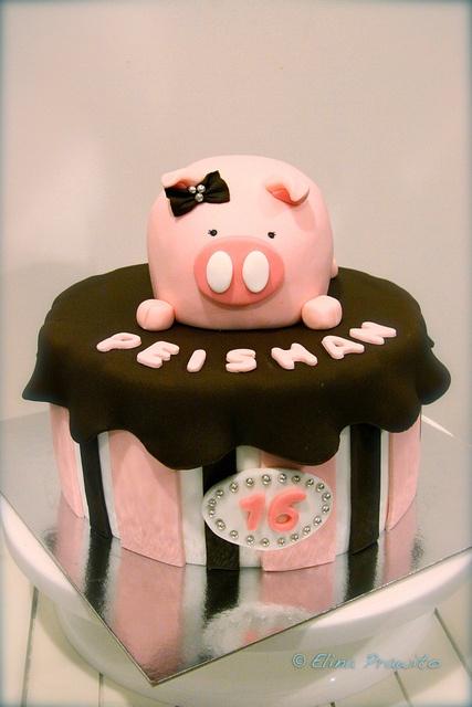 Soooo cute  Pink Piggy Cake by Bake-a-boo cakes