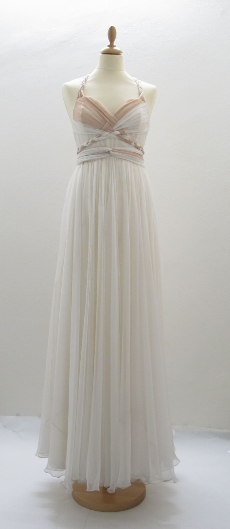 http://www.ceciliemelli.com/wp-content/gallery/kjoler/pariskjolen.jpg Twists in the bodice, falls beautifully. In love with this dress.
