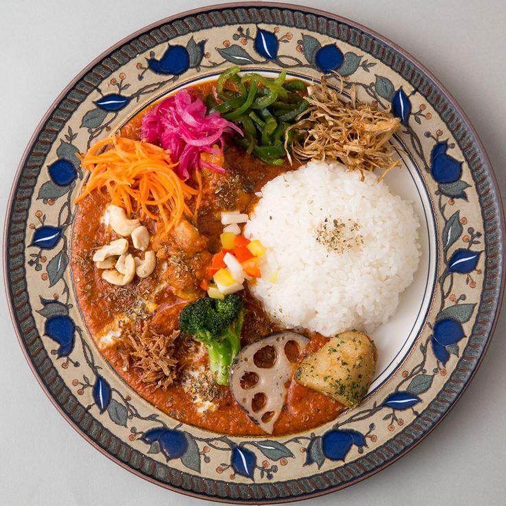 カレーの名店がひしめく下北沢。海老のエキスたっぷりのスープ仕立てに大豆ルウの目も舌も楽しめる一皿…わざわざ訪れる価値ありのカレー専門店2軒をご紹介します。