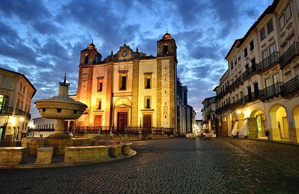 10 Best Portugal Experiences (Courtesy of Martin Froyda/Shutterstock.com) Evora, Praca do Giraldo, Alentejo, Portugal